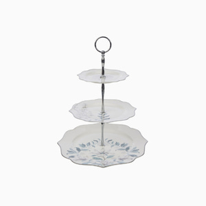 파르테르 케익스탠드  PARTERRE SCALLOPED CAKE STAND